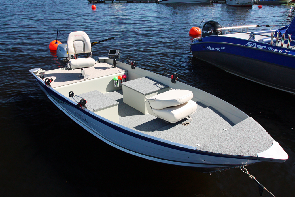 Small boat bing images for A small fishing boat